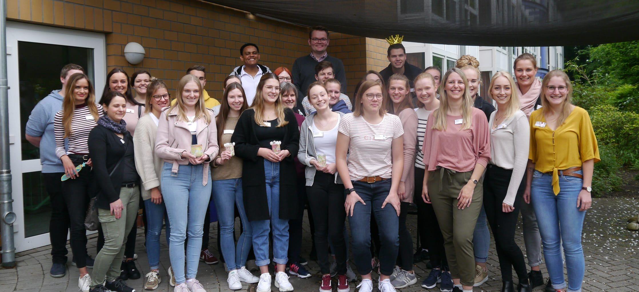Mittelkurs der Schule für Gesundheitsberufe besucht St.-Laurentius-Stift